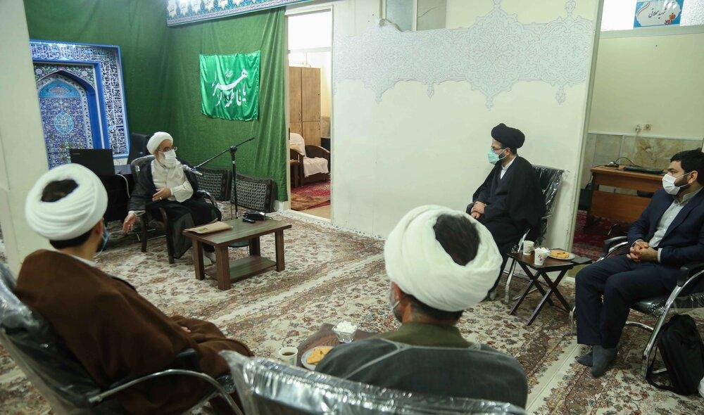 امامت جماعت شغل و حرفه نیست | طلاب برای احیای کارکردهای مسجد وارد میدان شوند