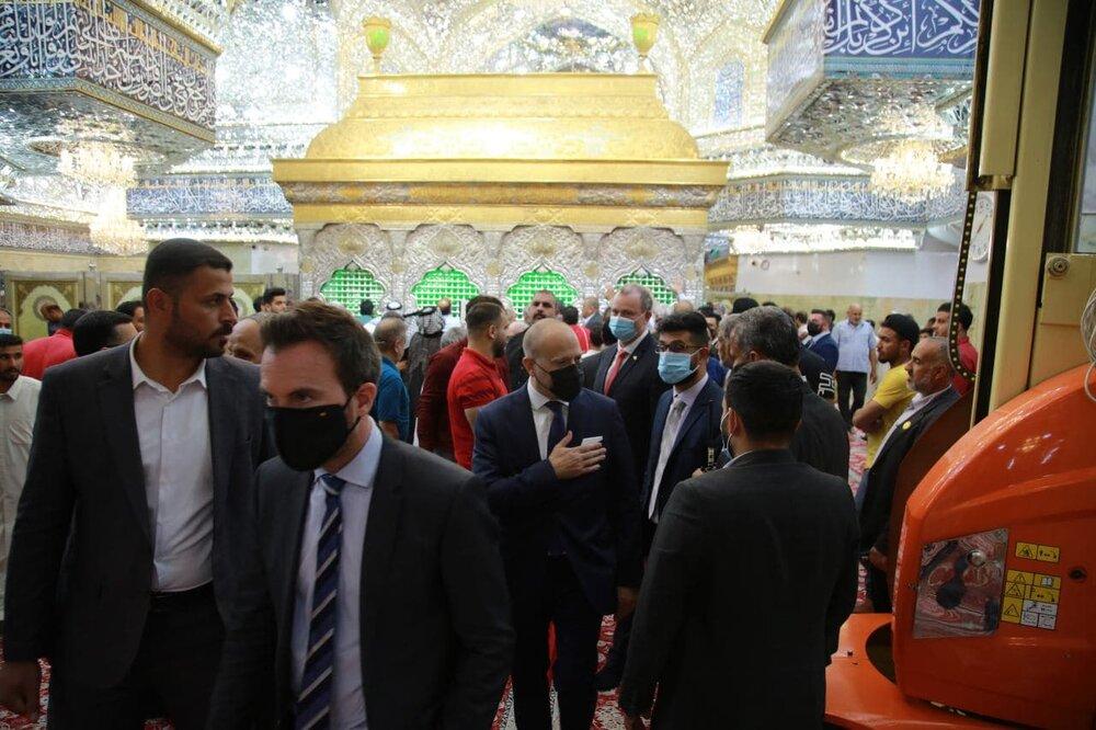 سفیر دانمارک به حرم امام حسین (ع) مشرف شد + تصاویر