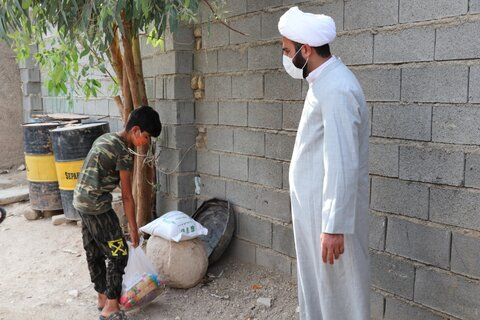 تصاویر| توزیع بسته های معیشتی توسط طلاب قرارگاه عمار در روستاهای شهرستان خفر