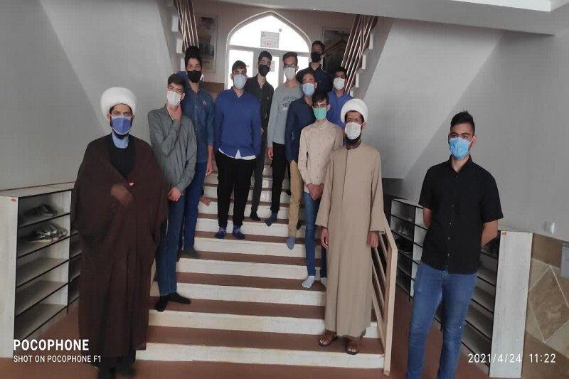 تصاویر/ بازدید دانش آموزان دبیرستان صدرا از مدرسه علمیه امام خمینی(ره) اسلام آباد غرب