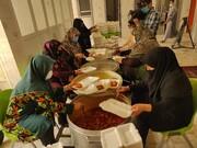 طبخ و توزیع ۱۰۰۰پرس غذای گرم میان مناطق کم برخوردار و روستاها
