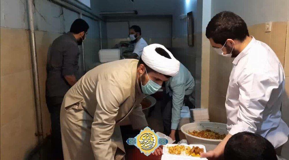 فیلم   طبخ و توزیع ۷۰۰پرس غذای گرم توسط گروه جهادی انصارالمهدی طلاب ارومیه
