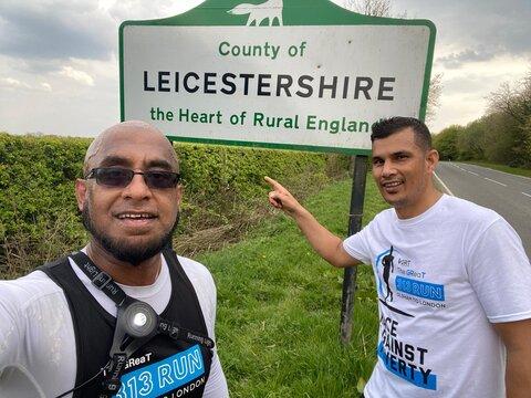 دونده مسلمان برای خیریه با با روزهداری میدود