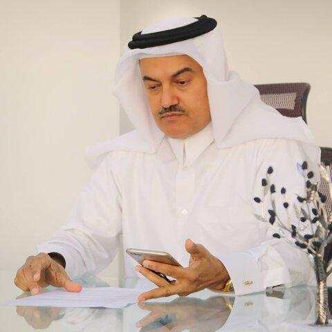 الدكتور عبد الله عبد العزیز الخاطر الخبير السياسي القطري