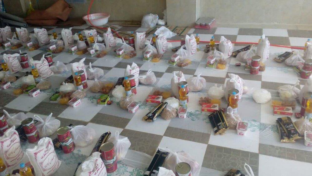 طلاب جهادی مدرسه طالبیه تبریز ۱۵۰ بسته معیشتی توزیع کردند
