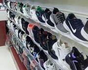 اهدای کفش به فرزندان خانواده های نیازمند