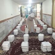 تصاویر/ توزیع غذای گرم در مناطق محروم توسط طلاب جهادی استان ایلام