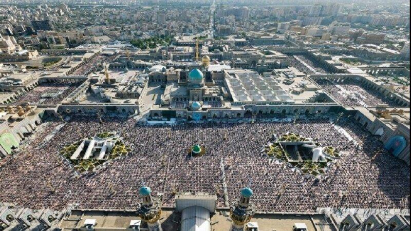 ایران اور دنیا کے مختلف ملکوں میں نماز عیدالفطر، فلسطین کے مسلمانوں کے لئے خصوصی دعائیں کی گئی