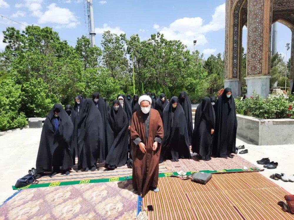 برگزاری هیئت حوزه علمیه خواهران آذربایجان غربی در جوار شهدای گمنام + عکس