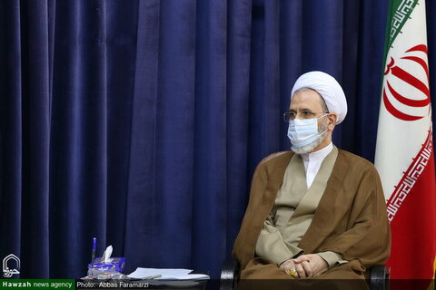 بالصور/ المدير التنفيذي لمنظمة التأمين الصحي في إيران يلتقي بآية الله الأعرافي بقم المقدسة