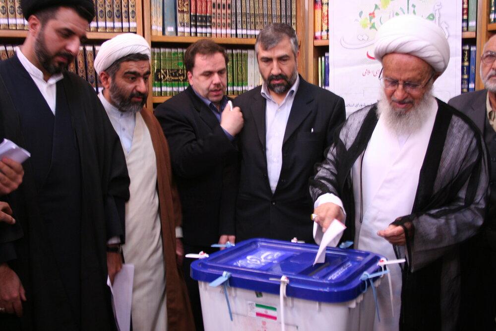 تصاویر آرشیوی از شرکت مراجع در انتخابات سال ۱۳۸۶