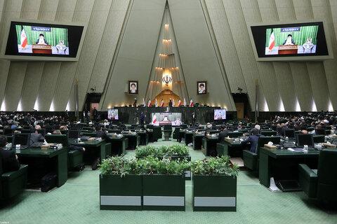 تصاویر/ ارتباط تصویری رهبر معظم انقلاب با صحن مجلس شورای اسلامی