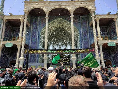 بالصور/ أجواء الحزن في حرم كريمة أهل البيت (ع) بذكرى استشهاد الإمام الصادق (ع) في مدينة قم المقدسة