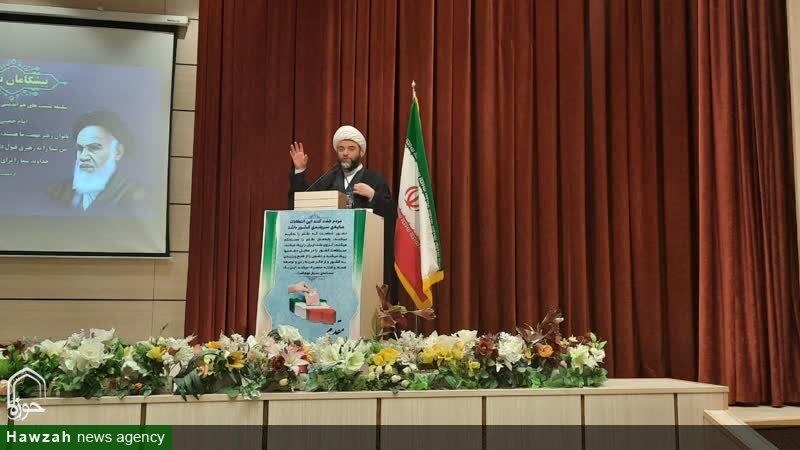 تصاویر/ نشست هم اندیشی بانوان استان سمنان با عنوان «پیشگامان نهضت»