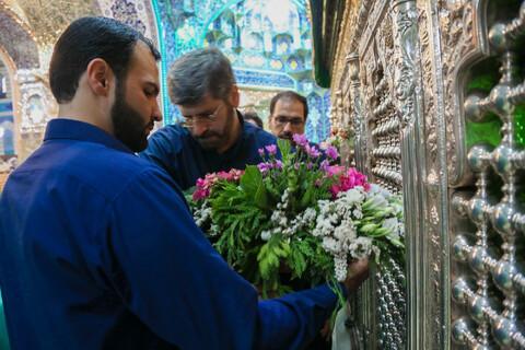 تصاویر/گل آرایی ضریح مطهر حضرت معصومه(س) بمناسبت روز دختر