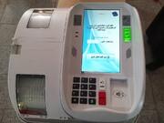 فیلم | آماده سازی دستگاه رایگیری الکترونیکی در یکی از شعب اخذ رأی در قم