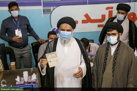 نماینده ولیفقیه در خوزستان آراء خود را به صندوق اخذ رأی انداخت