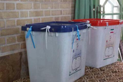 گوشه ای از تصاویر حضور دختران رأی اولی شهر یزد در انتخابات1400
