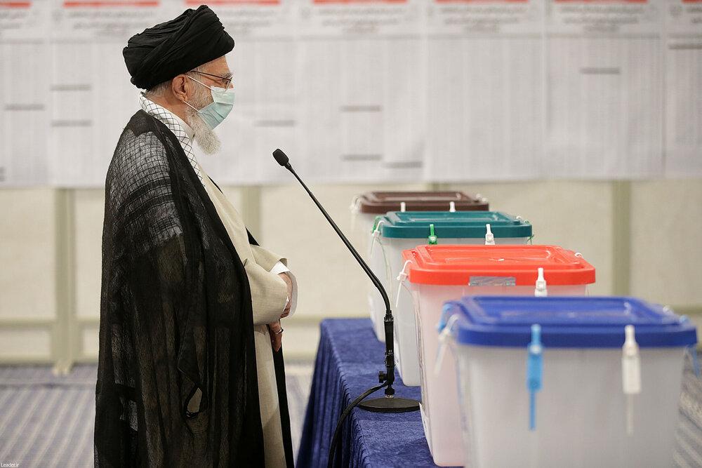 صوت کامل بیانات رهبر معظم انقلاب پس از شرکت در انتخابات ۱۴۰۰