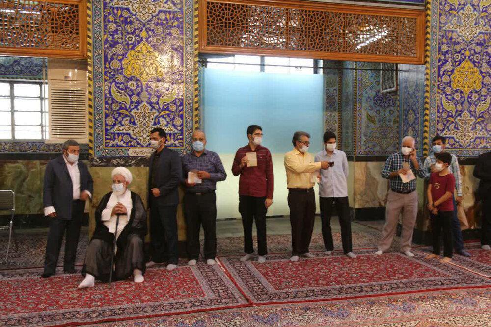 تصاویر| حضور حماسی یزدی ها در اولین ساعات رأی گیری 28خرداد1400