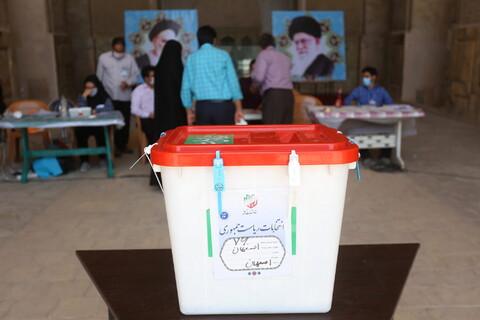 تصاویر/ شکوه و  عظمت مردم اصفهان پای صندوق های رای