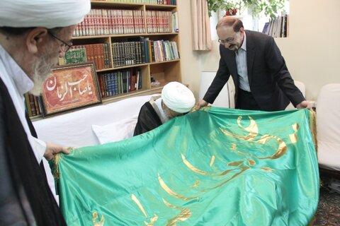 اهدای پرچم بارگاه ملکوتی امیرالمؤمنین(ع) به آیت الله العظمی صافی