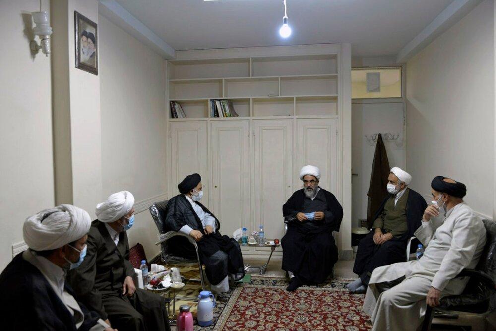 تصاویر/ نشست رئیس مرکز فقهی ائمه اطهار(ع) با علمای مشهد