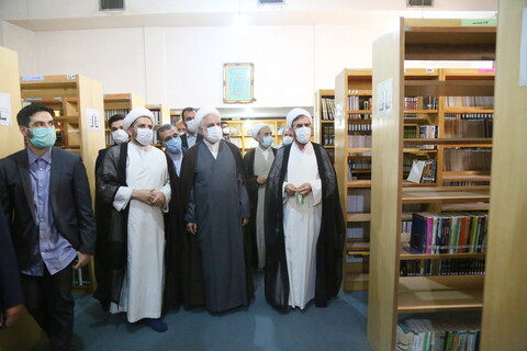 تصاویر / دیدار رئیس قوه قضائیه با آیت الله العظمی سبحانی و بازدید از کتابخانه مدرسه علمیه امام صادق (ع)