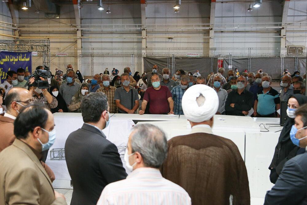 تصاویر / بازدید امام جمعه قزوین از مراکز واکسیناسیون در قزوین