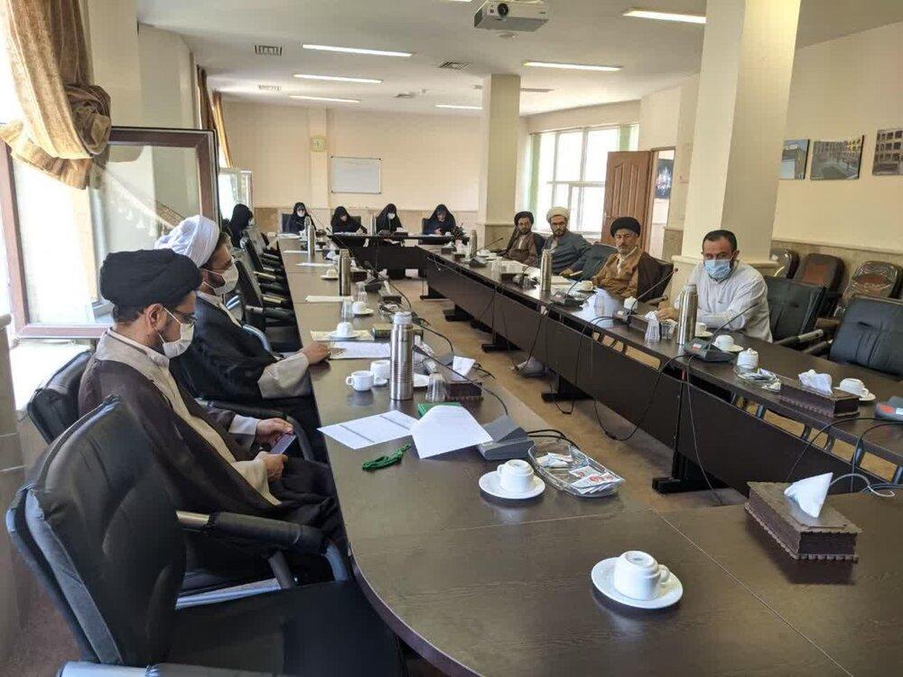 جلسه هم اندیشی اساتید ارزیاب جشنواره علامه حلی(ره) استان قزوین برگزار شد