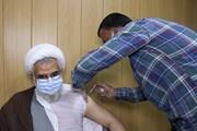 امام جمعه بندرعباس نوبت اول واکسن ایرانی کرونا را دریافت کرد