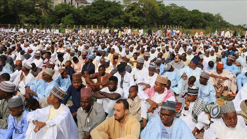 برگزاری نماز عید قربان به امامت امیر منطقه کانو و با حضور جمعی از علمای تصوف نیجریه + تصاویر