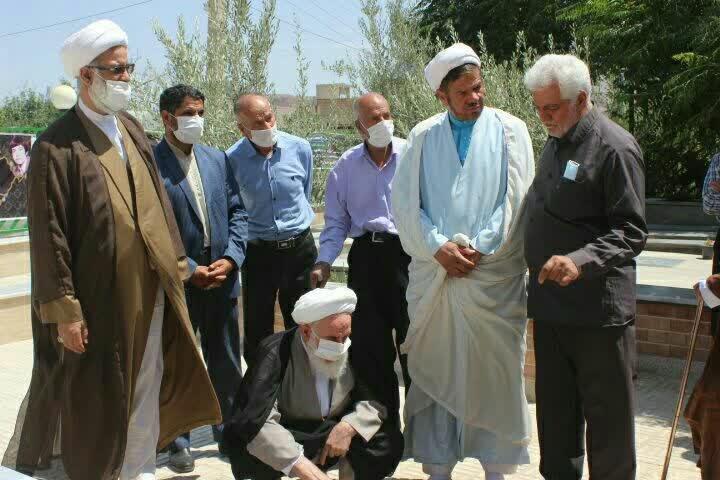 دیدار نماینده ولی فقیه در کاشان با خانواده شهدای روستای علوی