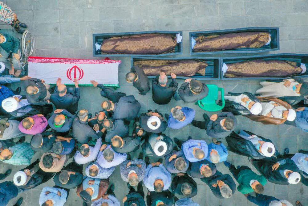 تصاویر/ تشییع پیکر استاد فرج نژاد و خانواده اش در یزد و ابرکوه