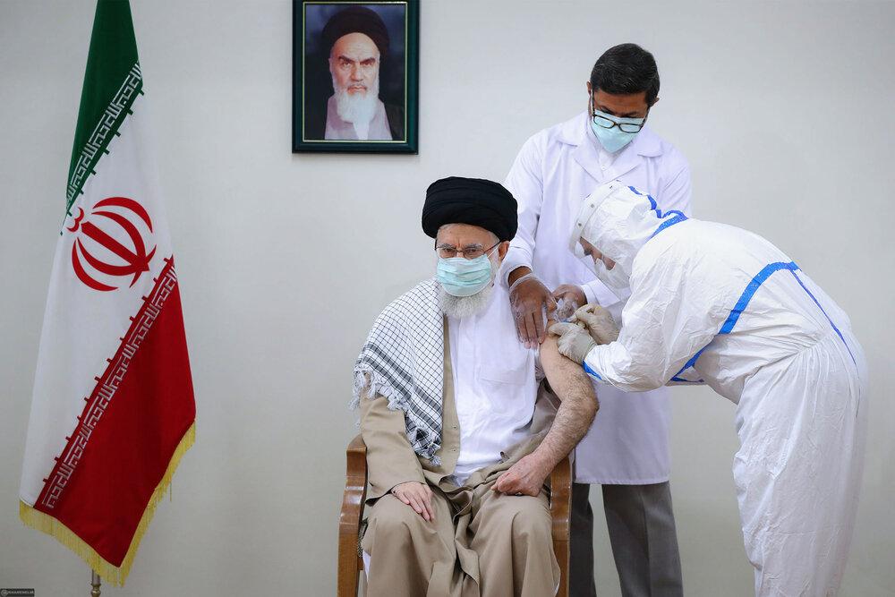 تصاویر/ رہبر انقلاب اسلامی آیت اللہ خامنہ ای نے کووڈ 19 کی ایرانی ویکسین برکت کی دوسری ڈوز انجیکٹ کروائی