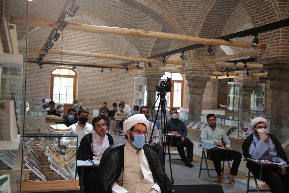 تصاویر/ افتتاحیه دوره آموزشی «گفتمان تشیع در عصر جمهوری اسلامی»