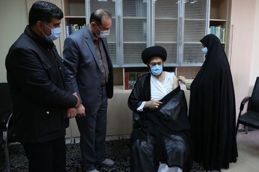 تزریق واکسن کرونای ایرانی به نماینده ولی فقیه در اردبیل