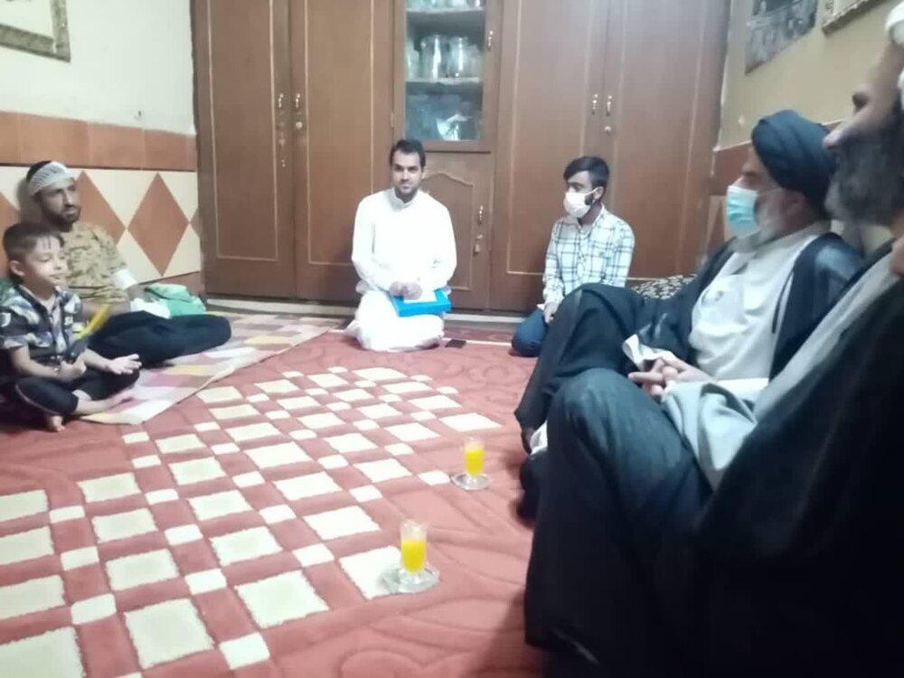 عیادت امام جمعه اهواز از بسیجی مجروح شده در اعتراضهای اخیر