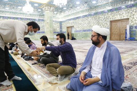 شرکت کارکنان مرکز رسانه و فضای مجازی حوزه در مراسم غبارروبی حرم حضرت معصومه (س)
