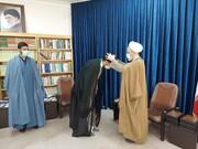 عمامه گذاری طلاب توسط آیت الله اعرافی + تصاویر
