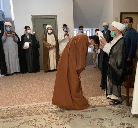 مراسم عمامه گزاری طلاب  توسط آیت الله العظمی سبحانی