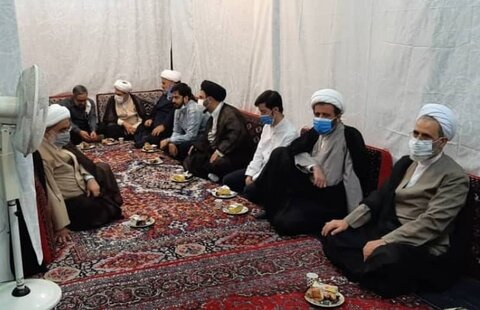 حضور مدیر حوزه های علمیه در منزل آیت الله شب زنده دار