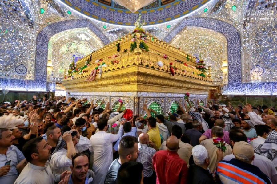 تصاویر/ عید اکبر ''عید غدیر'' کے دن روضہ مبارک حضرت امیر المومینین (ع) خوشی و مسرت میں دوبا