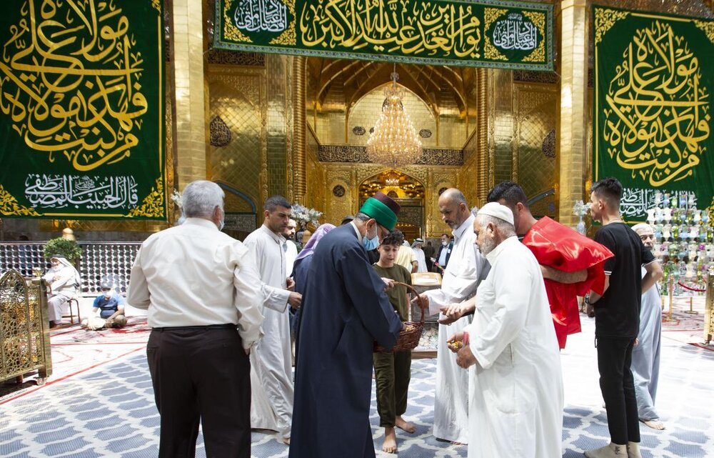 تصاویر/ عید اکبر ''عید غدیر'' کے دن روضہ مبارک حضرت عباس(ع) میں خوشی و مسرت کے مظاہر