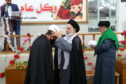 مراسم عمامه گذاری طلاب حوزه نجف با حضور امام جمعه نجف اشرف