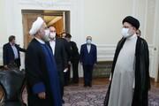 روحانی دفتر کار خود را به رئیسی تحویل داد + عکس و فیلم