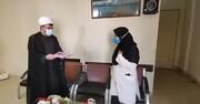 کادر درمان ایثارگرانه و مجاهدانه ایستاده اند