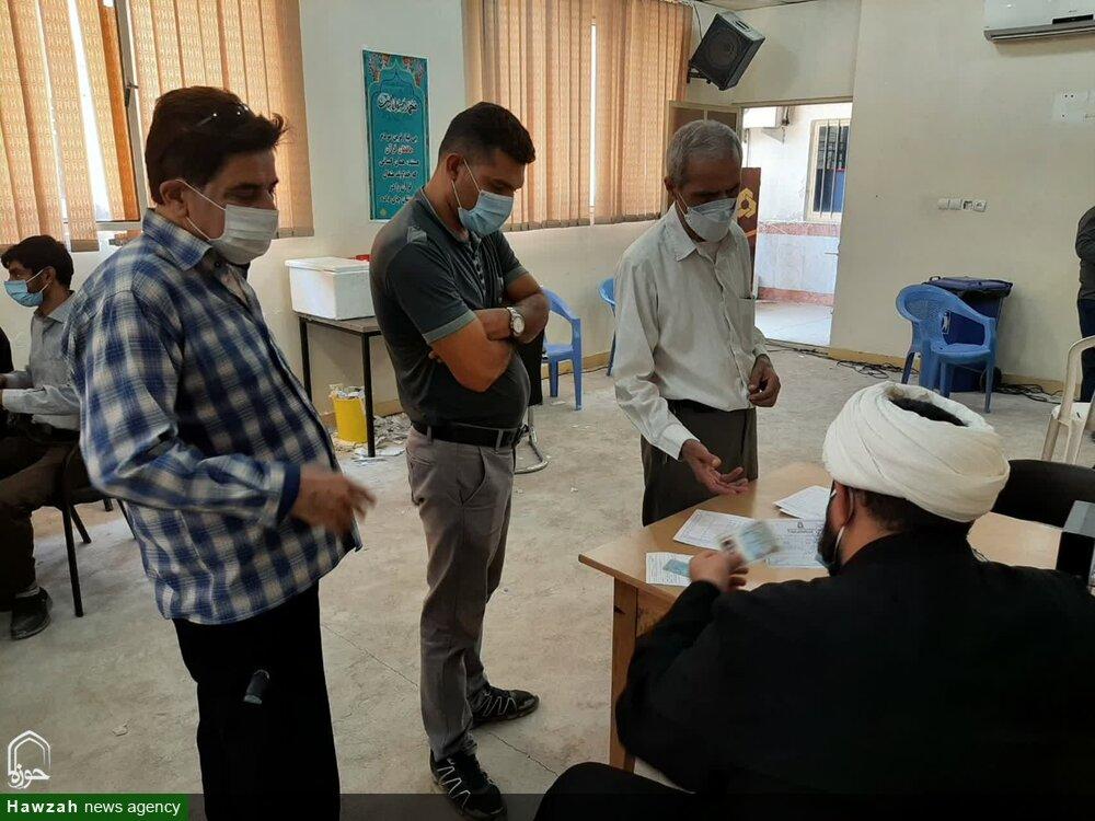 حوزه علمیهای که تبدیل به مرکز واکسیناسیون مردم شد + عکس