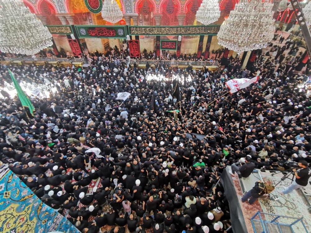 تشییع و اقامه نماز میت بر پیکر آیت الله حکیم در کربلا