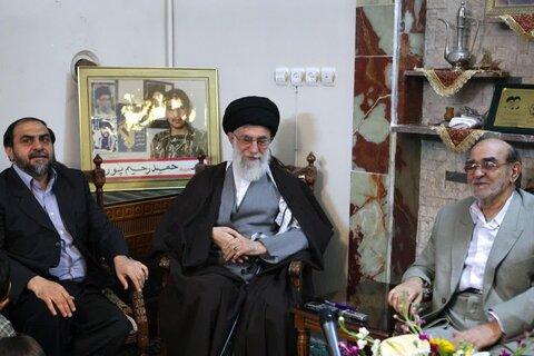 رهبر انقلاب با رحیم پور و پدرش
